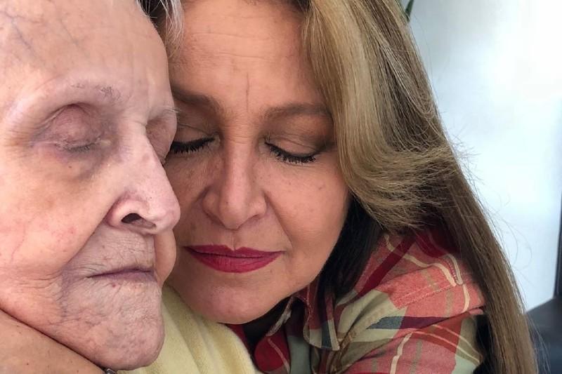 Fallece Doña Tere, mamá de Daniela Romo (+fotos). Noticias en tiempo real