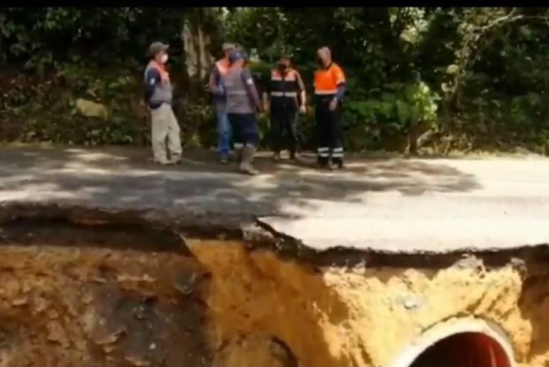 Cierran carretera por deslave en Veracruz (+video). Noticias en tiempo real