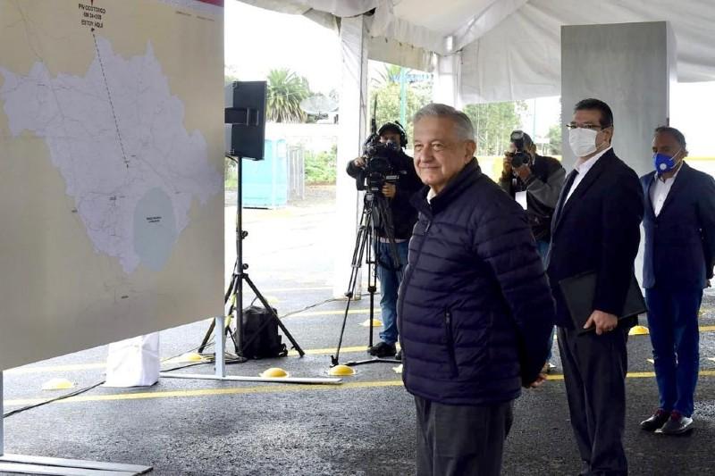 AMLO y Marco Mena inauguran Paso Vehicular Ocotoxco (+fotos). Noticias en tiempo real