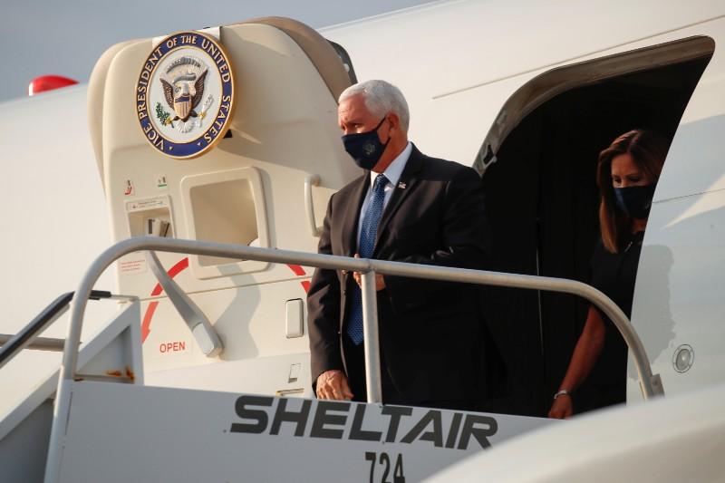 Avión de Mike Pence realiza aterrizaje forzoso a poco de su despegue. Noticias en tiempo real