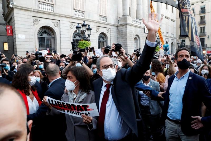 Inhabilitan a Quim Torra en Cataluña, y en Madrid enojan más restricciones. Noticias en tiempo real