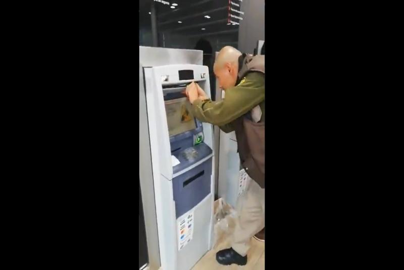 Captan nueva forma de robo en cajeros automáticos (+video). Noticias en tiempo real