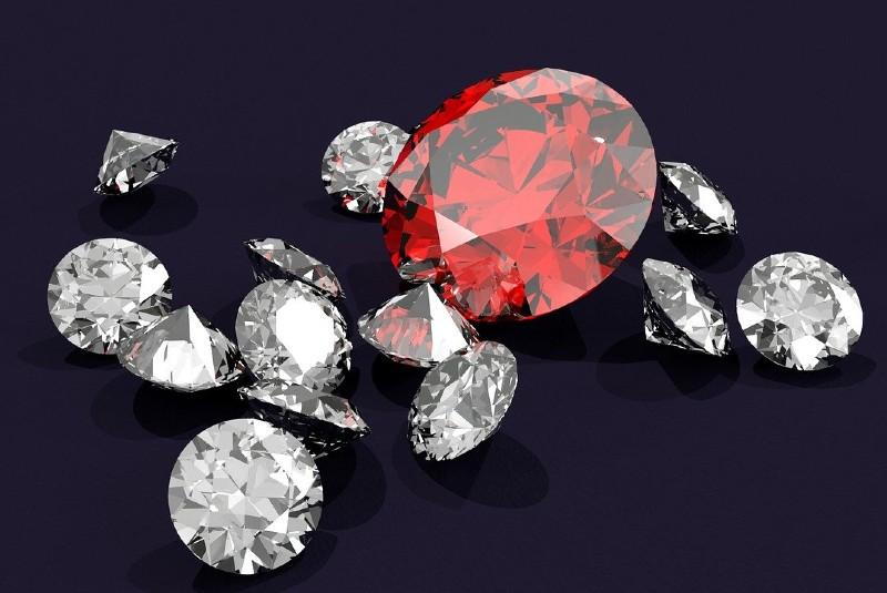Oro, diamantes y esmeraldas, entre lo sustraído en 22 joyas a subastar en el INDEP. Noticias en tiempo real