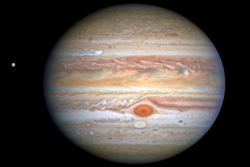 Difunden nueva imagen de Júpiter y su luna Europa captada por Hubble (+video). Noticias en tiempo real
