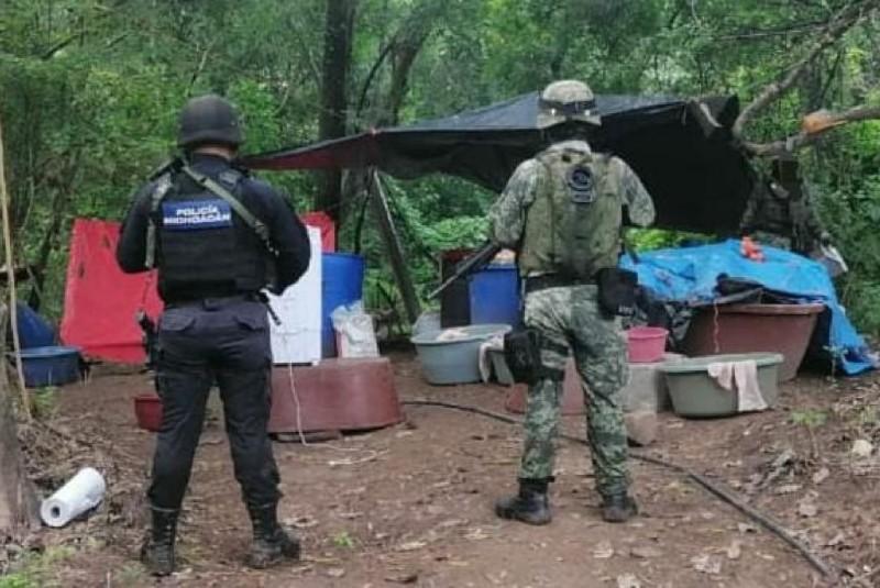 Aseguran laboratorio para la elaboración de droga sintética en Carácuaro. Noticias en tiempo real