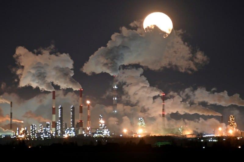 Petróleo cae cerca de 3% ante preocupación sobre demanda por Covid-19. Noticias en tiempo real