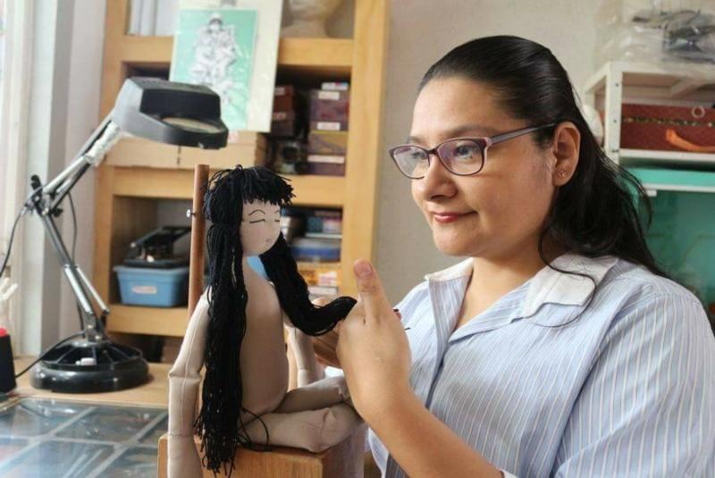 Artista oaxaqueña reinterpreta el arte de la escultura textil con muñecos. Noticias en tiempo real