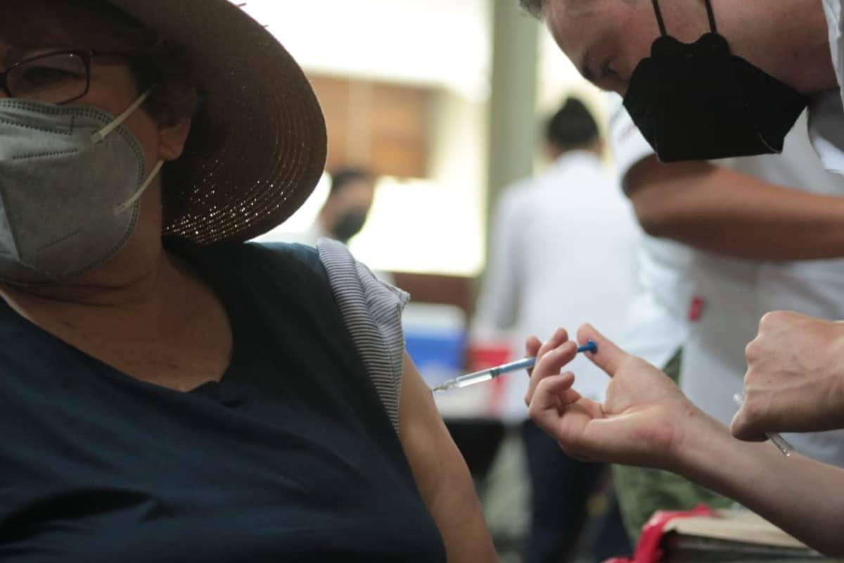 Vacunados contra el Covid-19, 76% de adultos mayores en CDMX