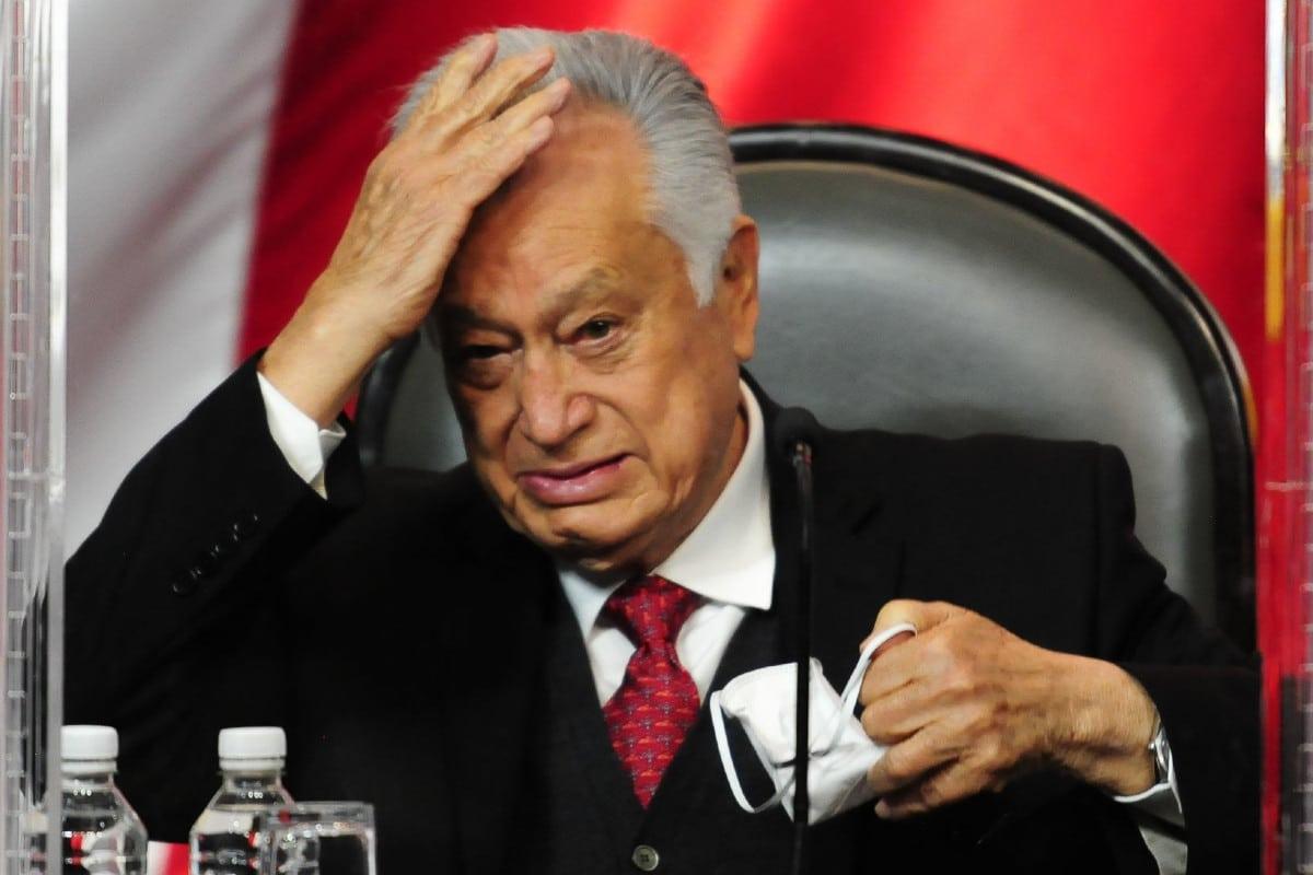 Manuel Bartlett y siete altos directivos de CFE ganan más que el presidente López Obrador