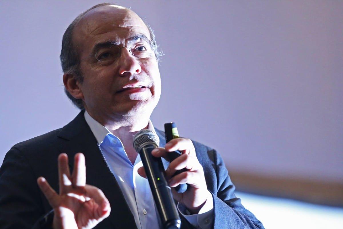 Control aéreo está colapsando por la demagogia de la austeridad: Felipe Calderón