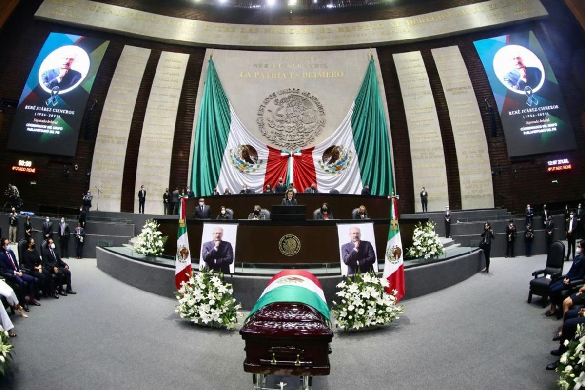 Realizan homenaje luctuoso a René Juárez Cisneros