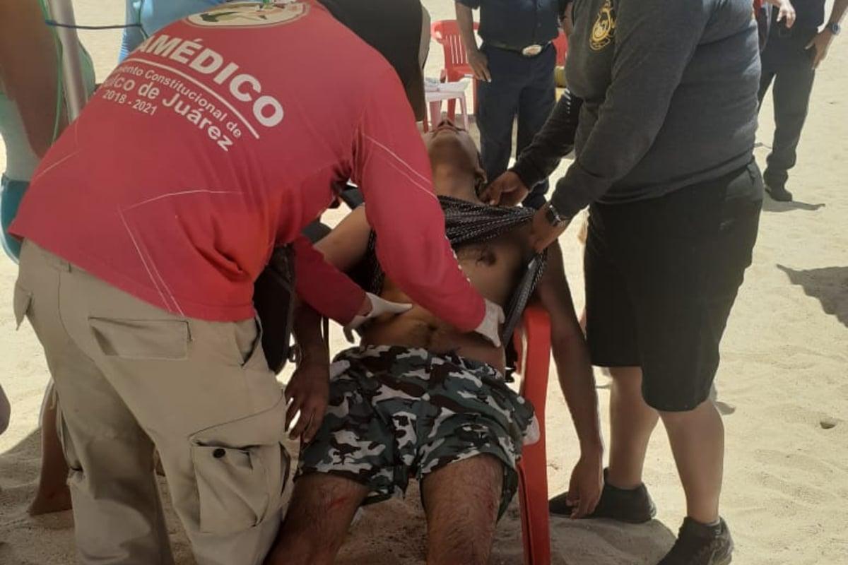 Turista cae sobre rocas en el mar al fallar su paracaídas en Acapulco