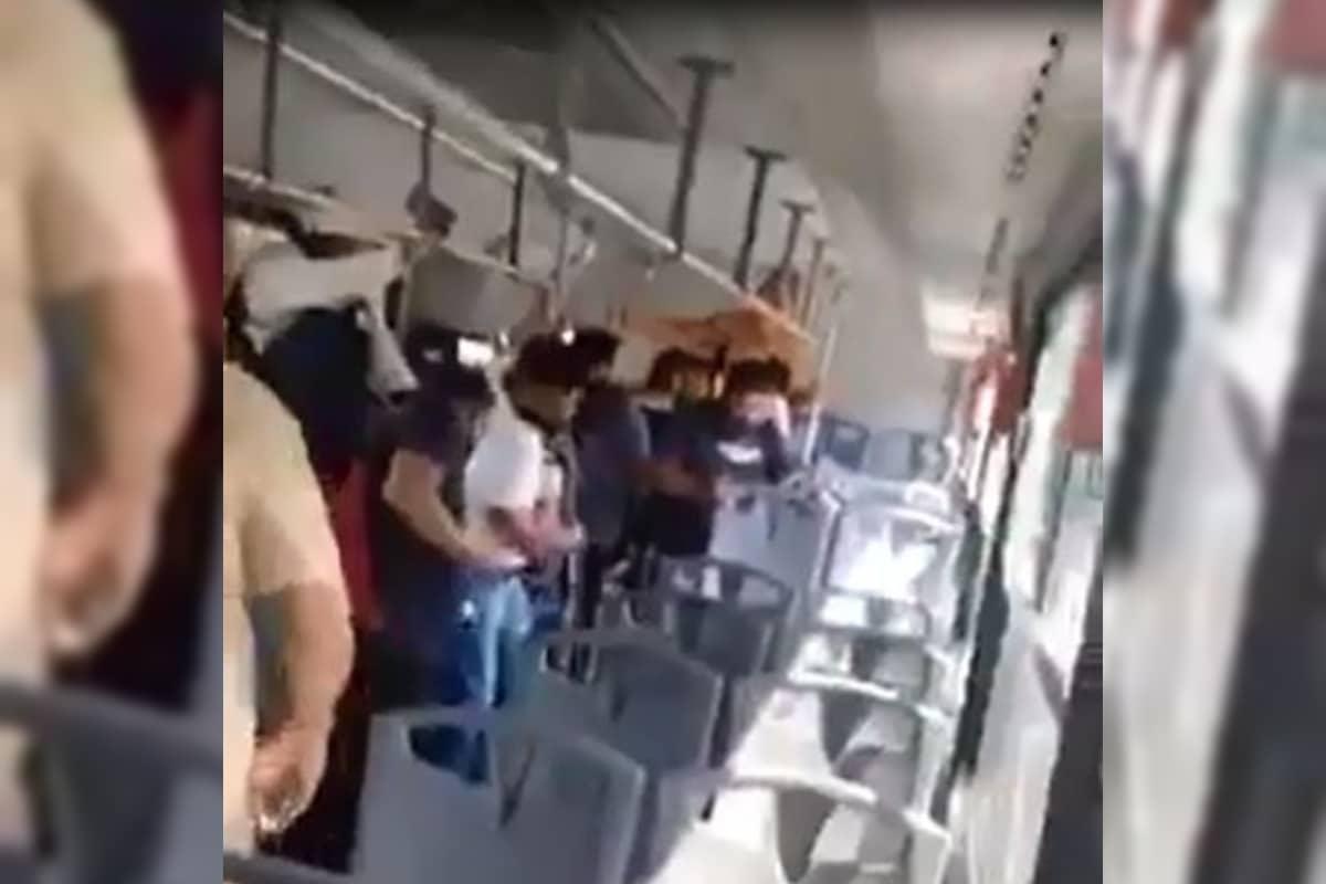 VIDEO: Pasajeros en Monterrey descubren que viajan con una serpiente de cascabel