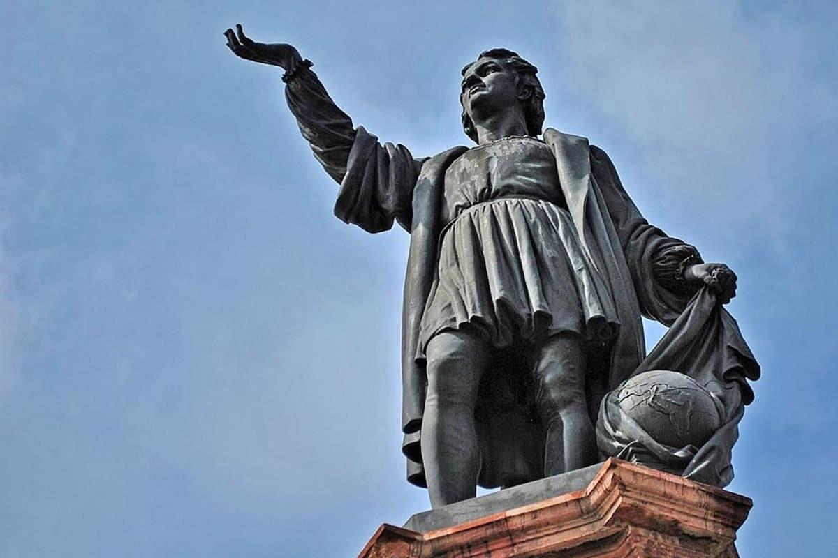 Después de considerar y evaluar más de 20 lugares para la reubicación de la estatua de Colón, se propuso el Parque América Polanco