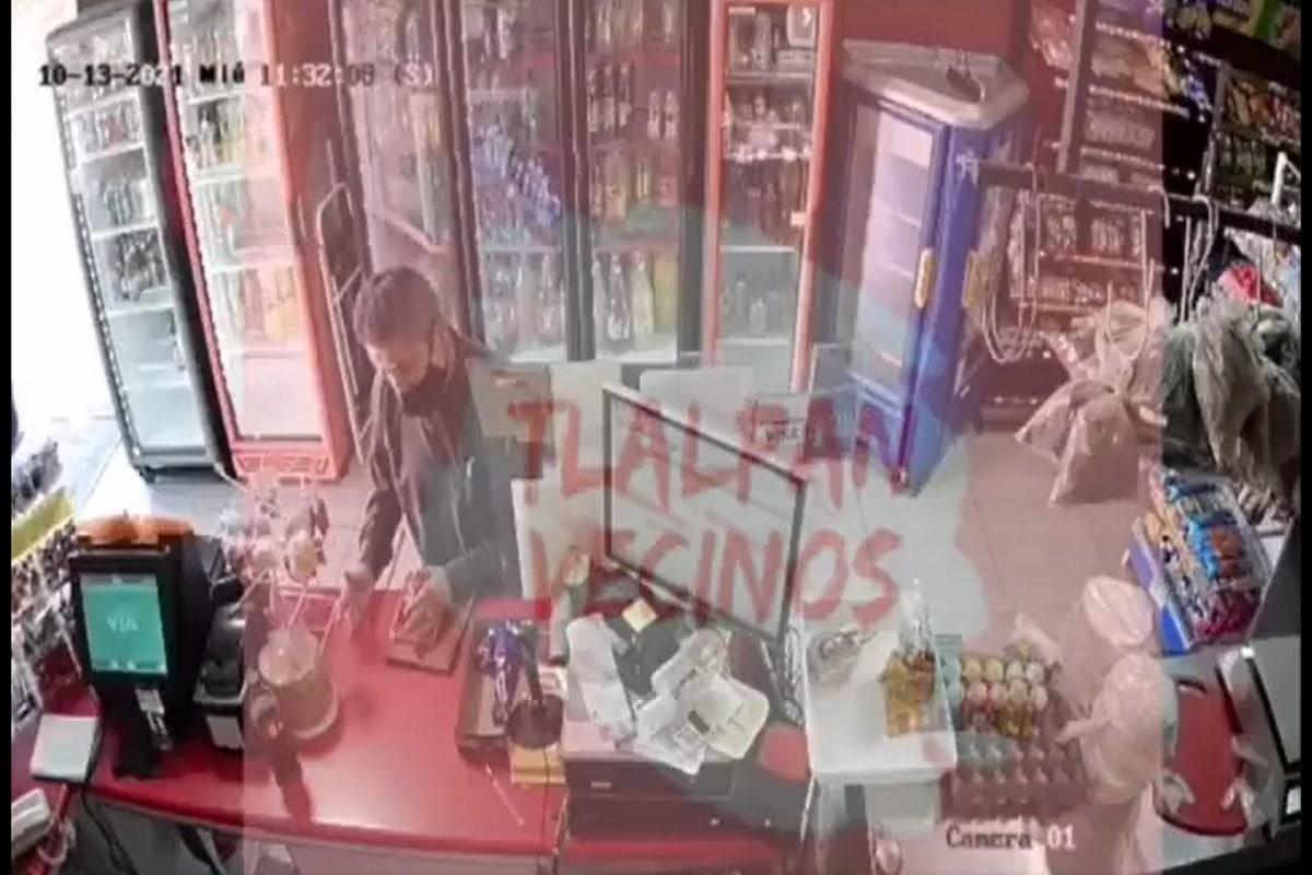 VIDEO. Sujeto se disfraza de sacerdote para sacarles dinero a vecinos en Tlalpan. Noticias en tiempo real